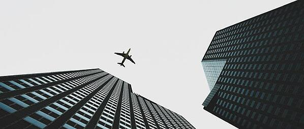 overhead-plane